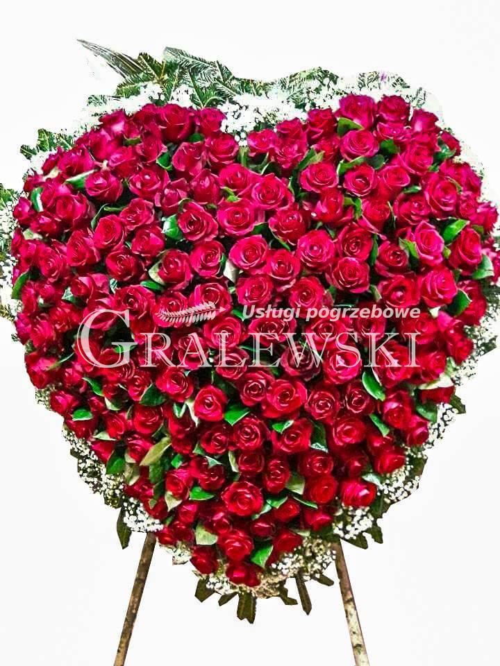 1. Wieniec Serce róże 60 szt 750 PLN, 100 szt 850 PLN