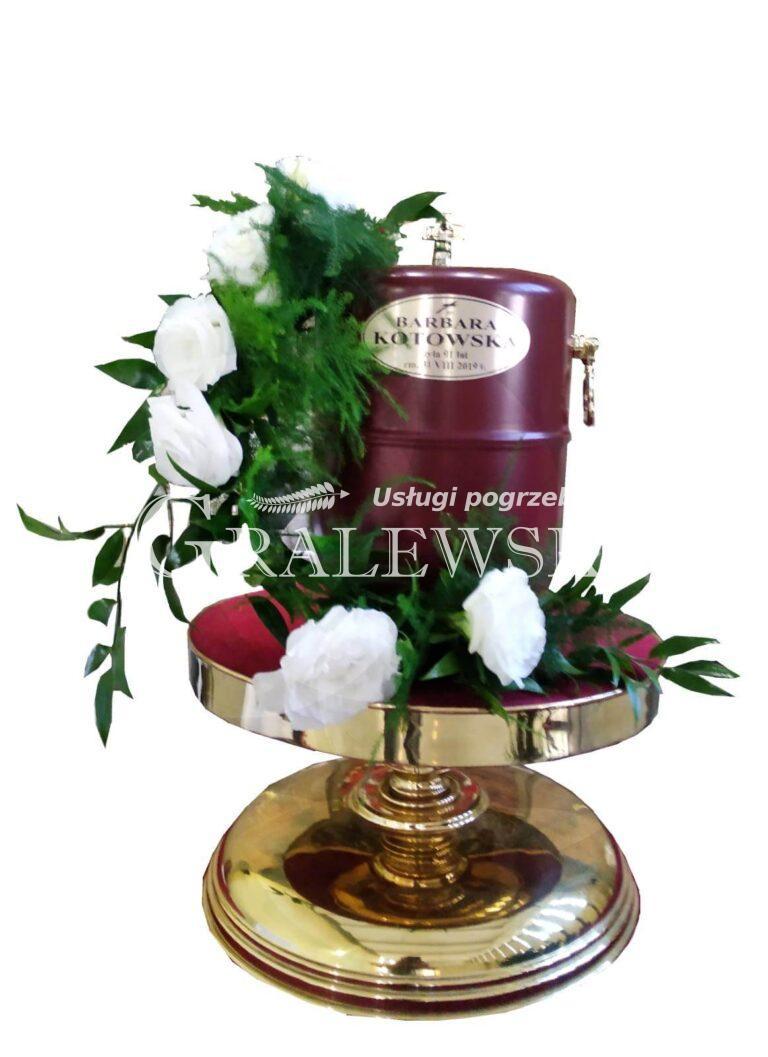 6. Stroik na urnę 200,00 PLN róża biała