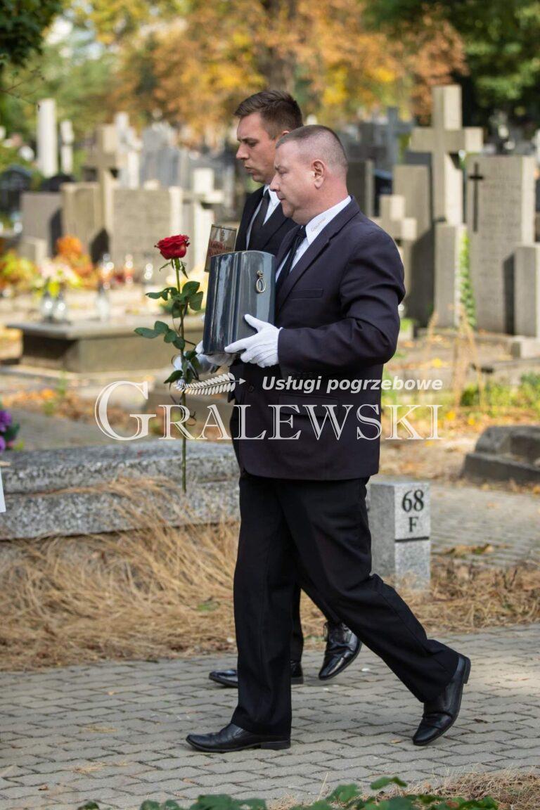 Zakład pogrzebowy (4)